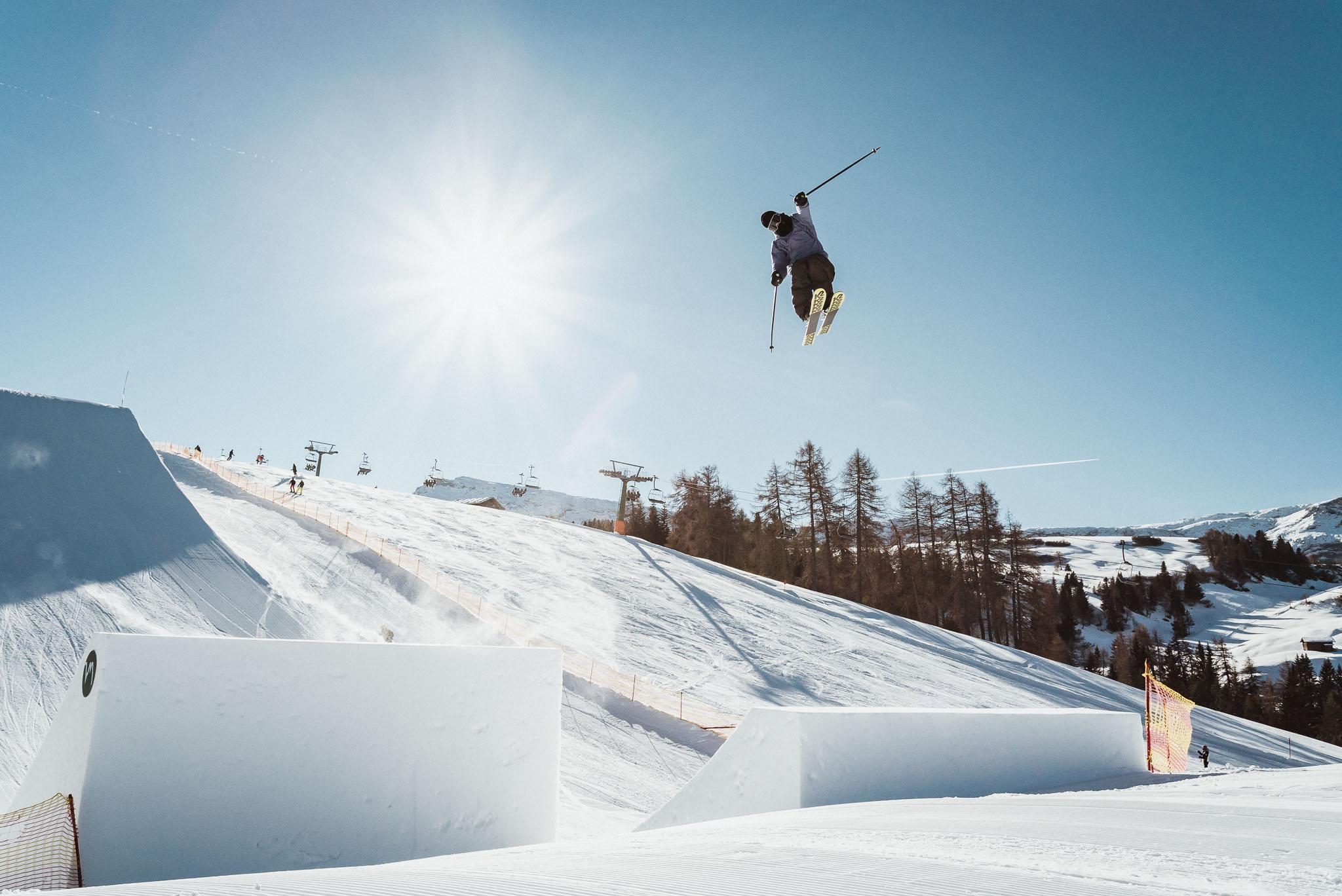 Während der Norden der Alpen im Schnee versinkt, kann man in Südtirol bestens Pro Kicker fahren - Rider: Severin Guggemoos