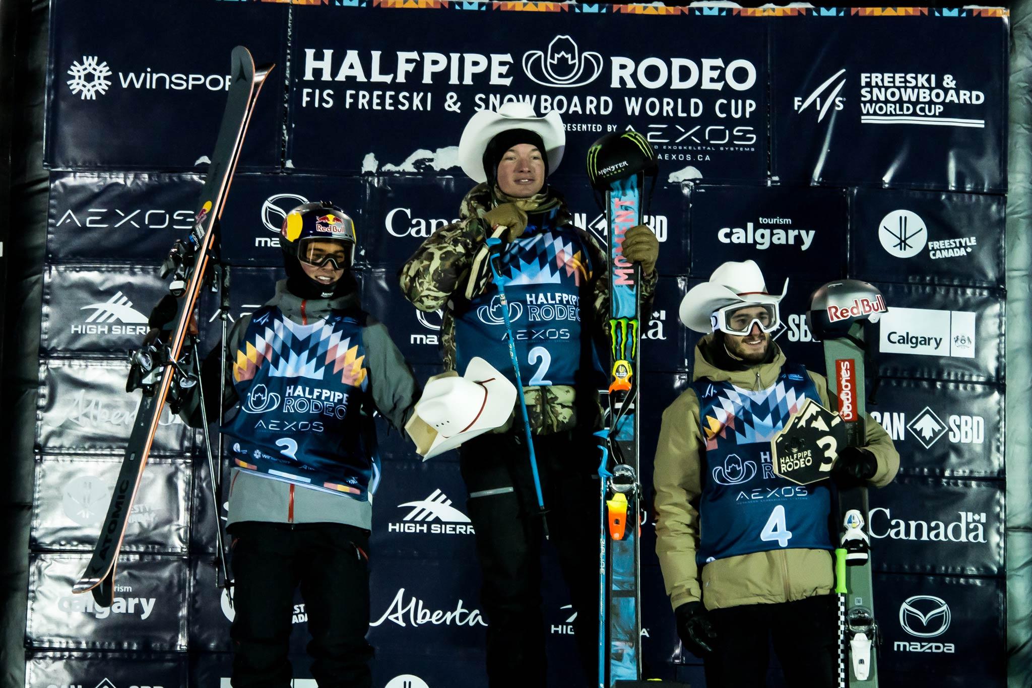 Die drei besten Männer beim FIS Freestyle Halfpipe World Cup in Calgary: Nico Porteous (NZL), David Wise (USA), Noah Bowman (CAN) - Foto: Mateusz Kielpinski / FIS