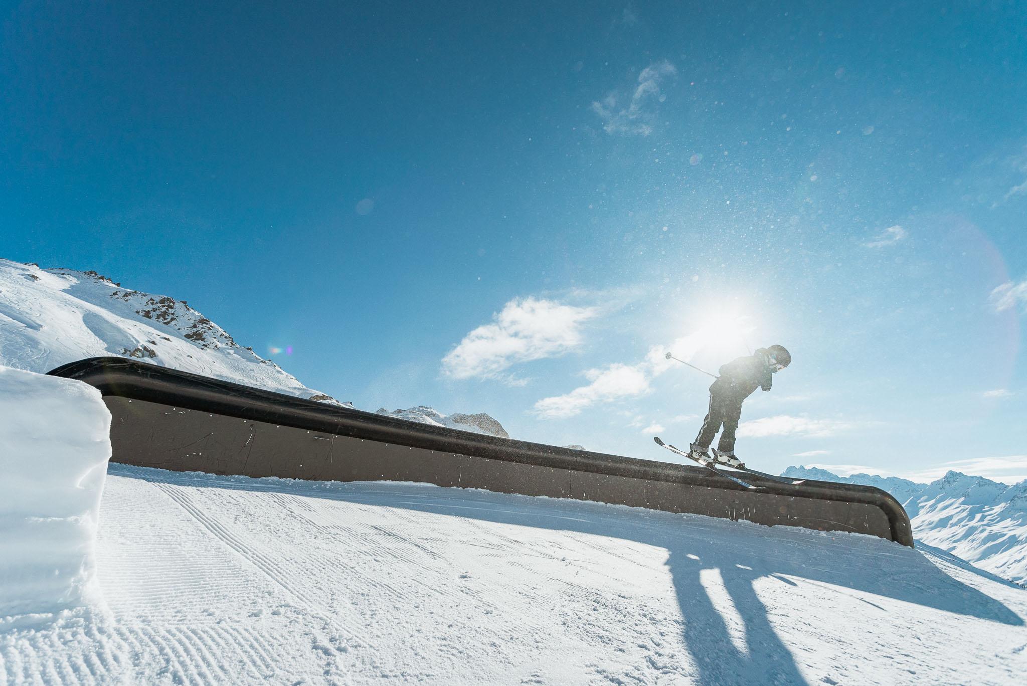 Ole Pavel auf dem ersten Advanced Jib Feature im Ischgl Snowpark.