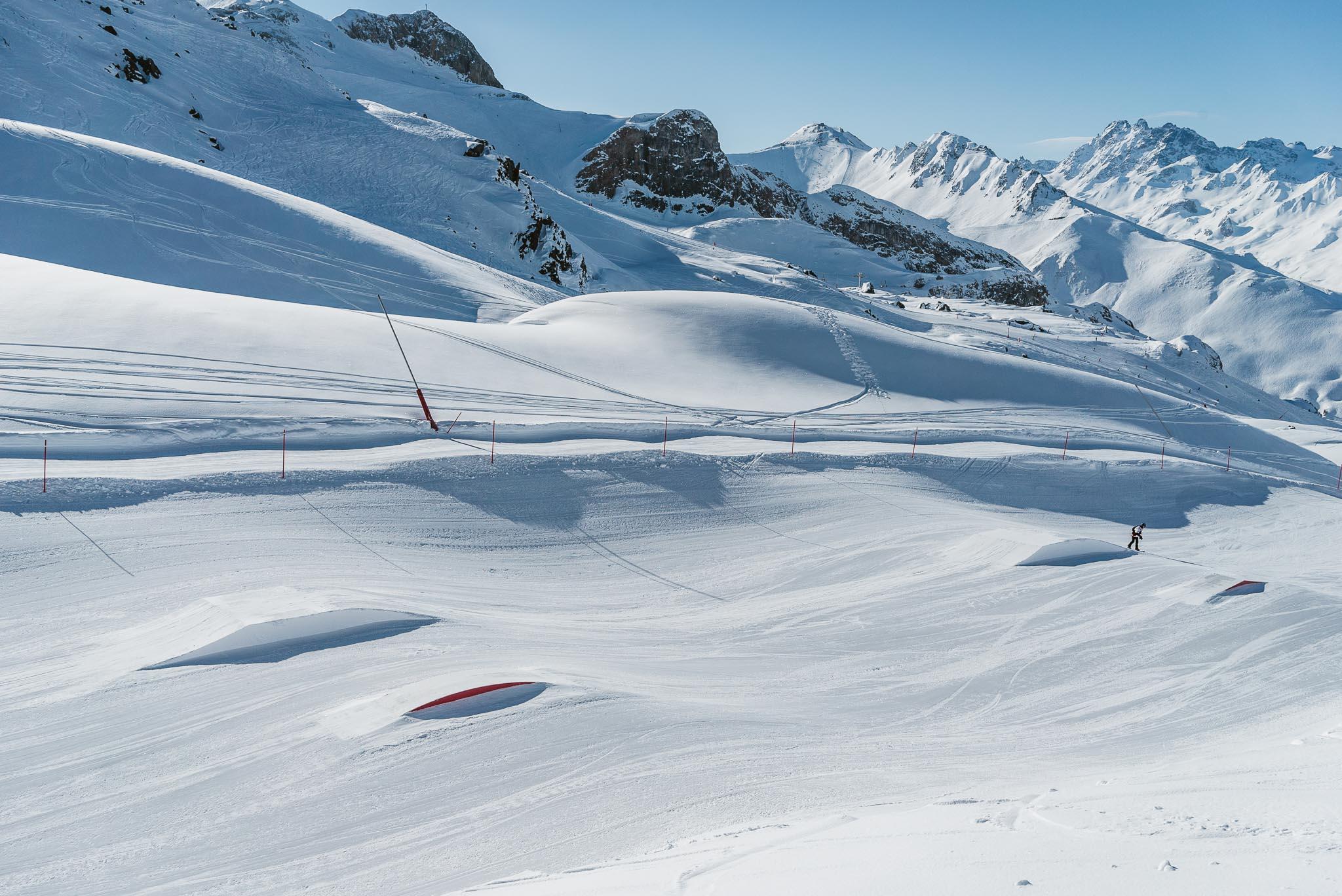 Die ersten Feature im Ischgl Snowpark: kleine Kicker und Boxen. Links daneben startet die Funslope.