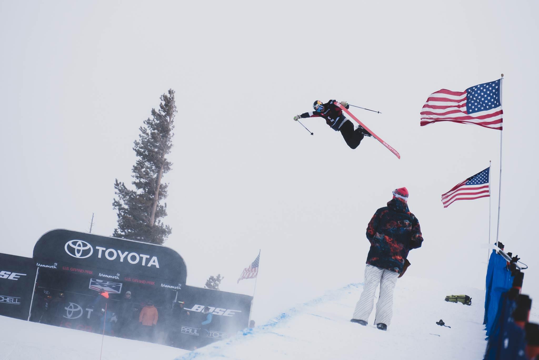 Zuerst lies das Wetter gar keinen Contest zu, dann reichte es trotz schwieriger Bedingungen für eine gute Halfpipe Competition in Mammoth Mountain, Kalifornien (USA) - Foto: FIS Freestyle