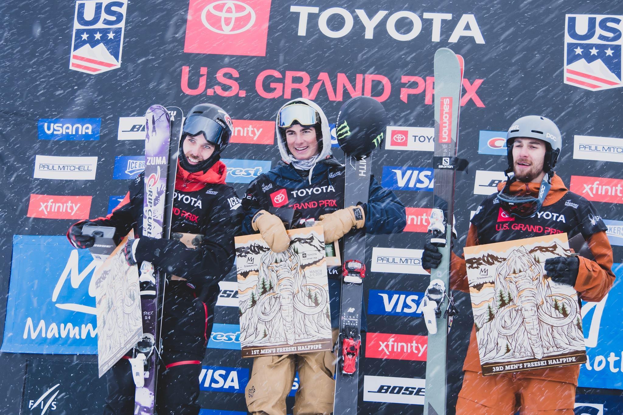 Die drei besten Männer beim FIS Freestyle Halfpipe World Cup 18/19 in Mammoth Mountain (USA): Simon D'Artois (CAN), Birk Irving (USA), Thomas Krief (FRA) – Foto: FIS Freestyle