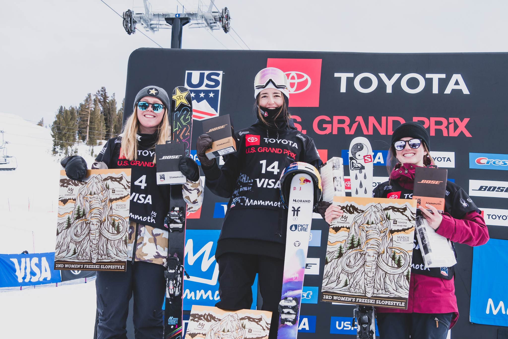 Die drei besten Frauen beim FIS Freestyle Slopestyle World Cup 18/19 in Mammoth Mountain (USA): Johanne Killi (NOR) - Mathilde Gremaud (SUI), Megan Oldham (CAN) - Foto: FIS Freestyle