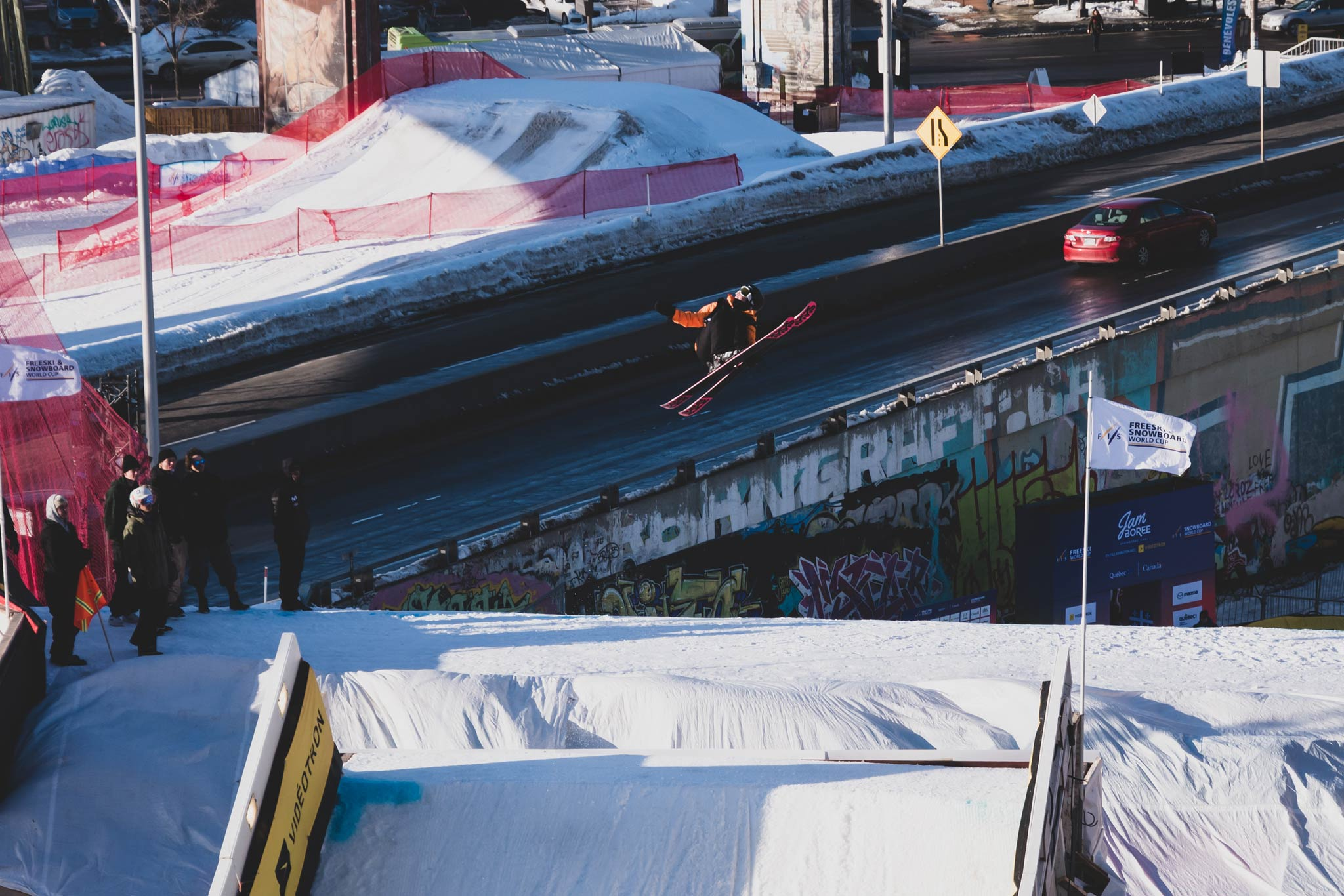 Der unnatural Trick von Kea: Right Bio 7 Safety - Foto: FIS Freestyle