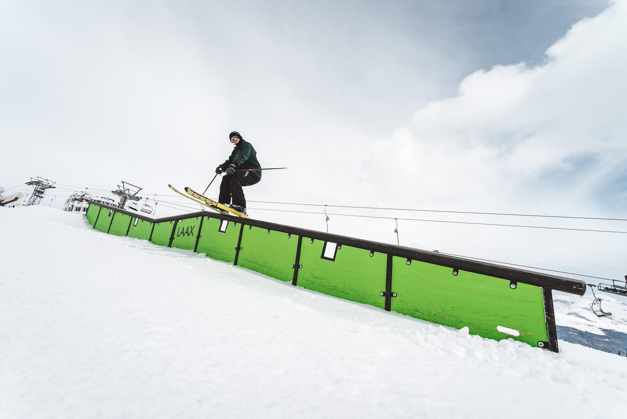 Pflicht in jedem guten Snowpark: Ein ordentliches Double Kinked Rail - Rider: Severin Guggemoos