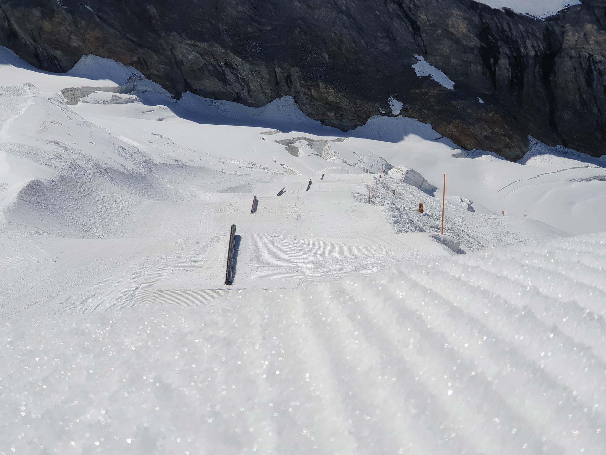 Blick auf die erste Rail Line im Snowpark Saas-Fee