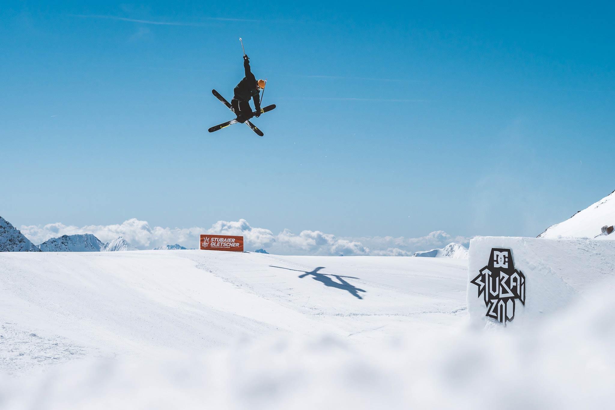 Wenn alles gut läuft, kann man zur Stubai Premiere 2019 die ersten Airs in den Schnee stellen - Rider: Severin Guggemoos