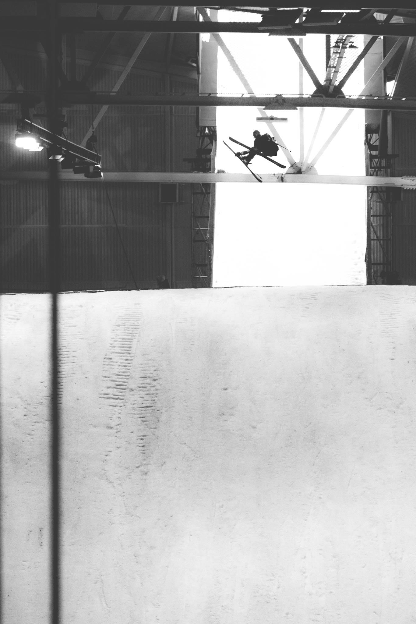 ABM bewies in Oslo, dass die Top-Freeski Athleten heutzutage auch auf Jumps dieser Größe Triples schmeißen können. - Foto: Jürgen Nigg