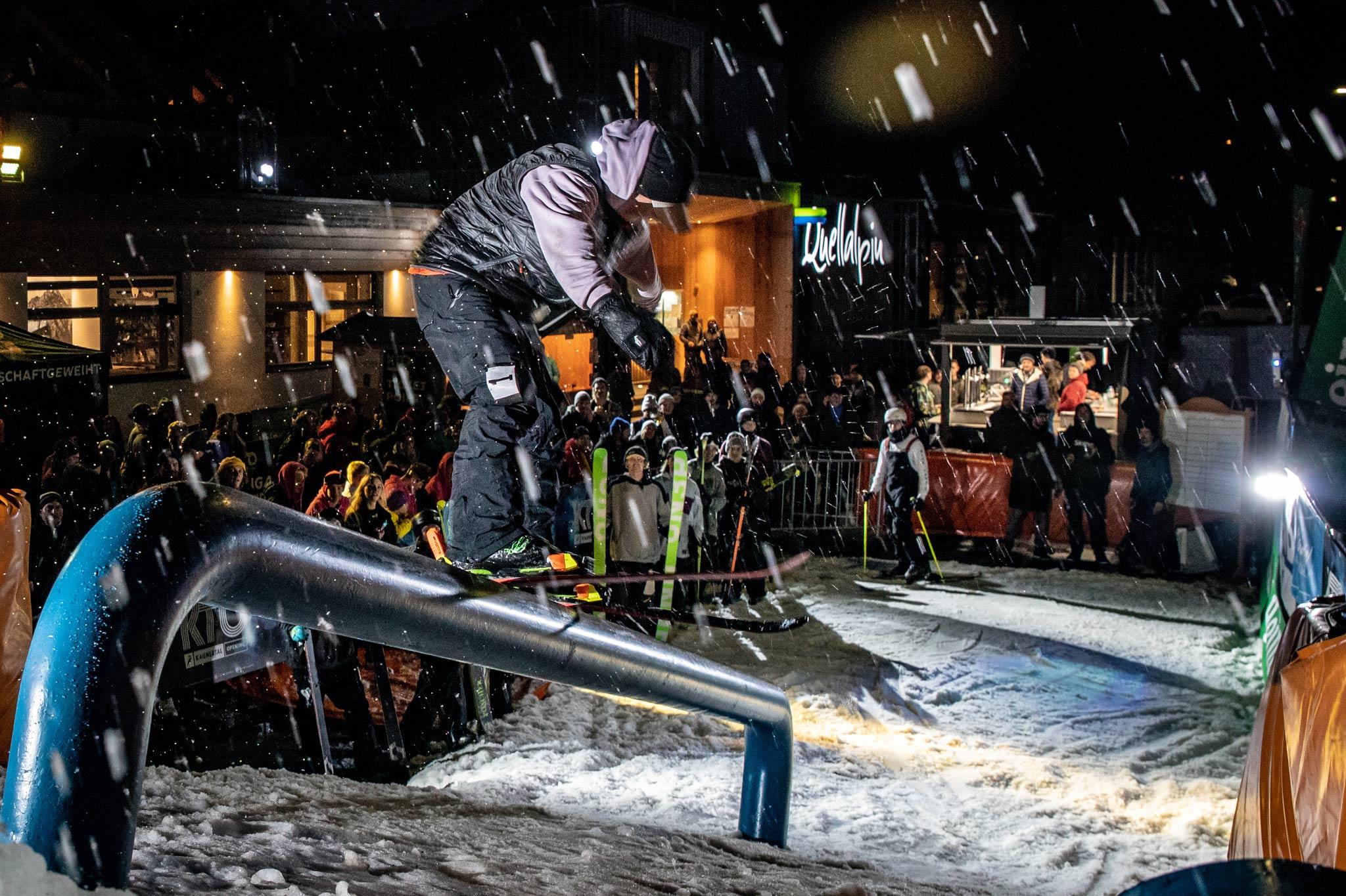 Einer der Wildcard Gewinner beim abendlichen Night Rail Jam in Feichten - Foto: Gotit