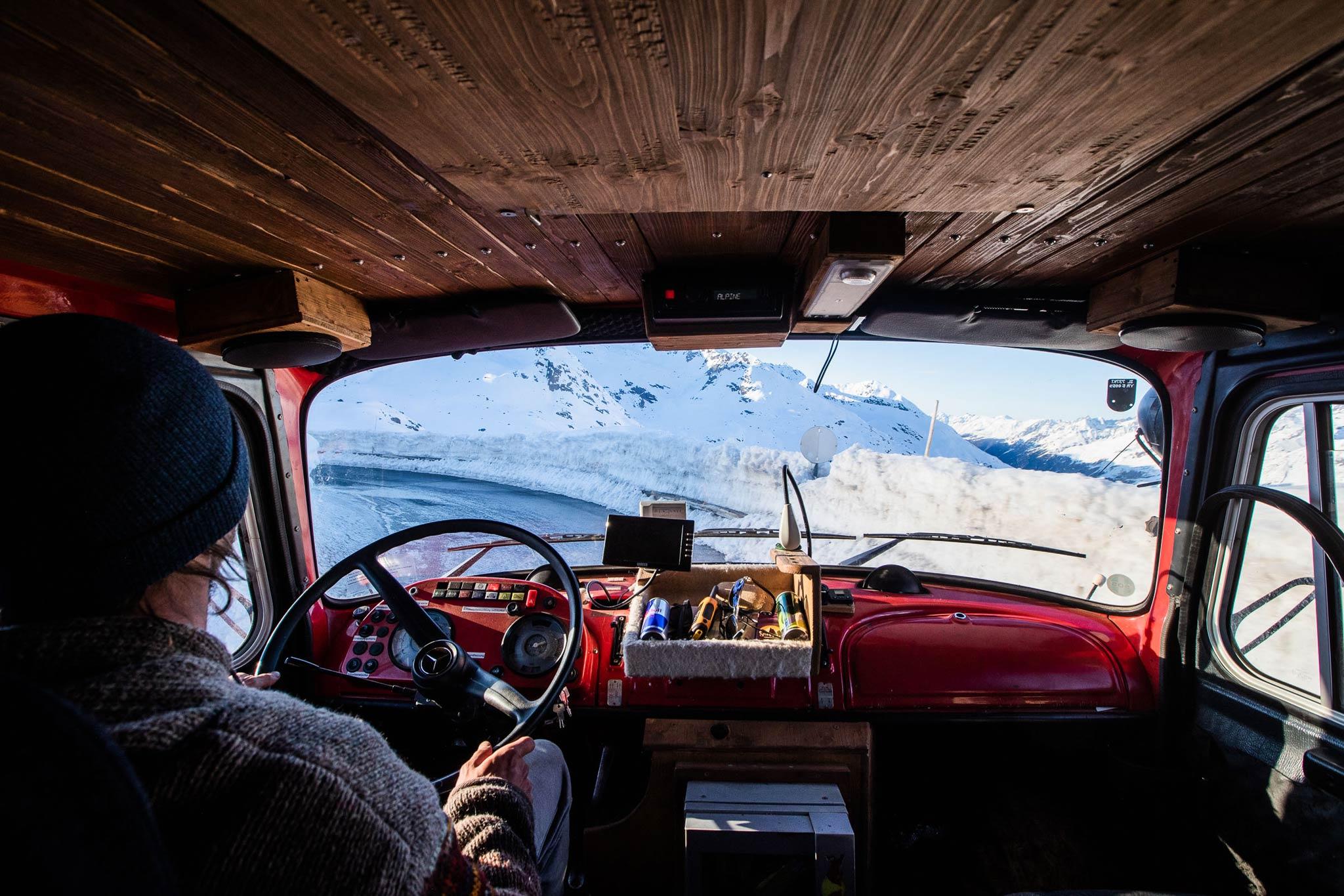Fabi Lentsch am Steuer seines Trucks - Foto: Flo Breitenberger