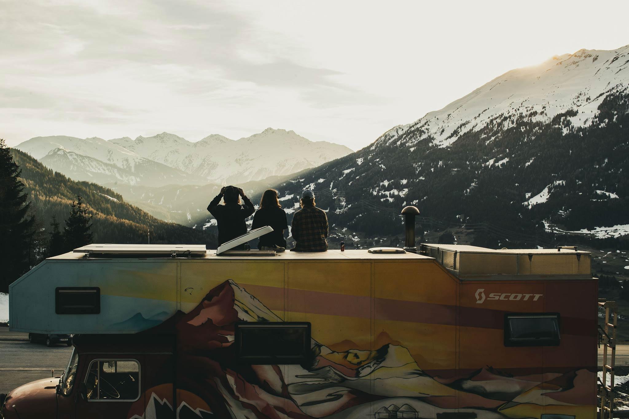 Sonnenuntergang auf dem Dach des Trucks - Foto: Flo Breitenberger