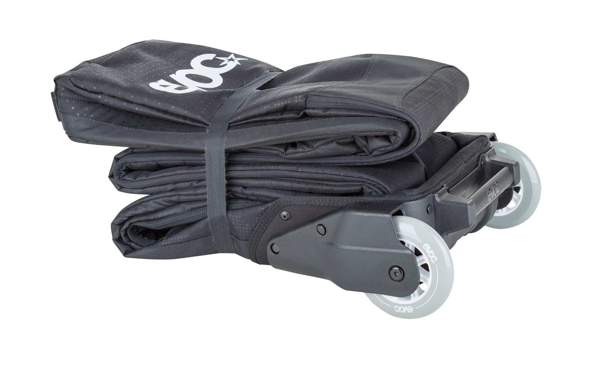 Zum Verstauen lässt sich der EVOC Ski Roller praktisch zusammenfalten.