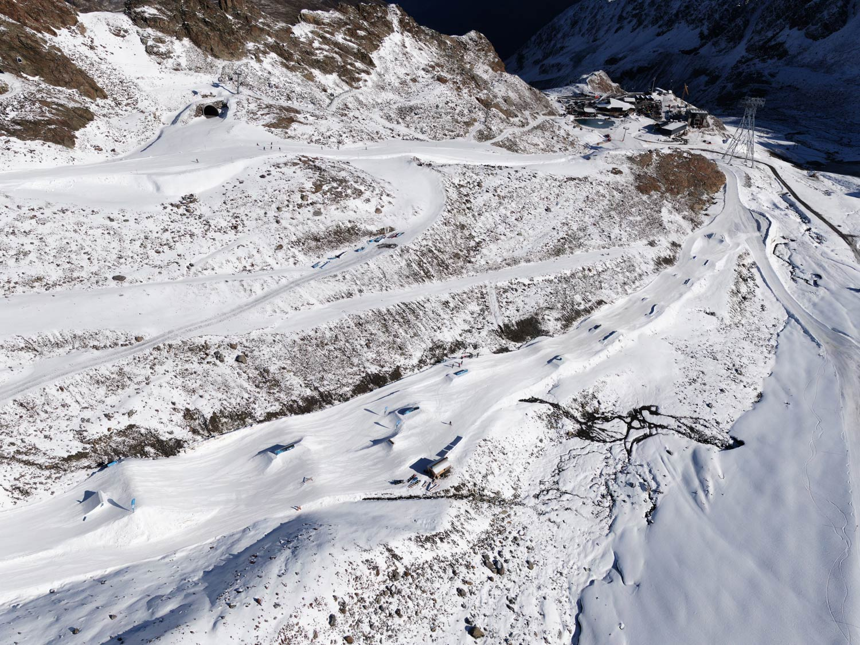 Der untere Teil des Snowpark Kaunertal im Herbst 2019 in der Übersicht