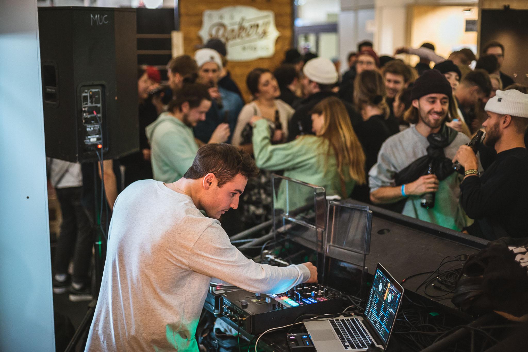 DJ Kidd Salute heizte der Menge im Rahmen unserer Standparty am Sonntagabend ordentlich ein. Vielen Dank an alle die da waren und mit uns gefeiert haben - wir hatten einen Riesenspaß!