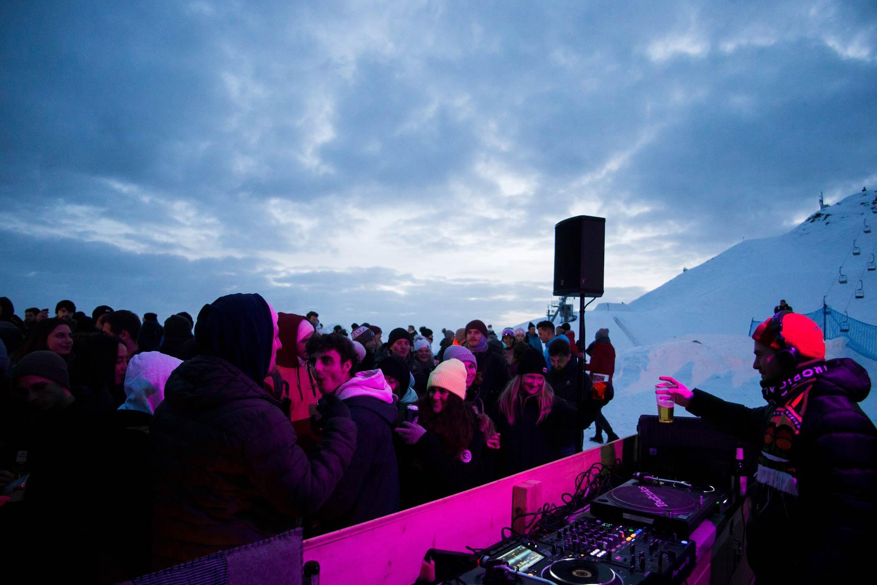 Auf der Nordkette gibt es im Rahmen der Alpin Urban Art 2020 Party ... - Foto: Micwinc Photography