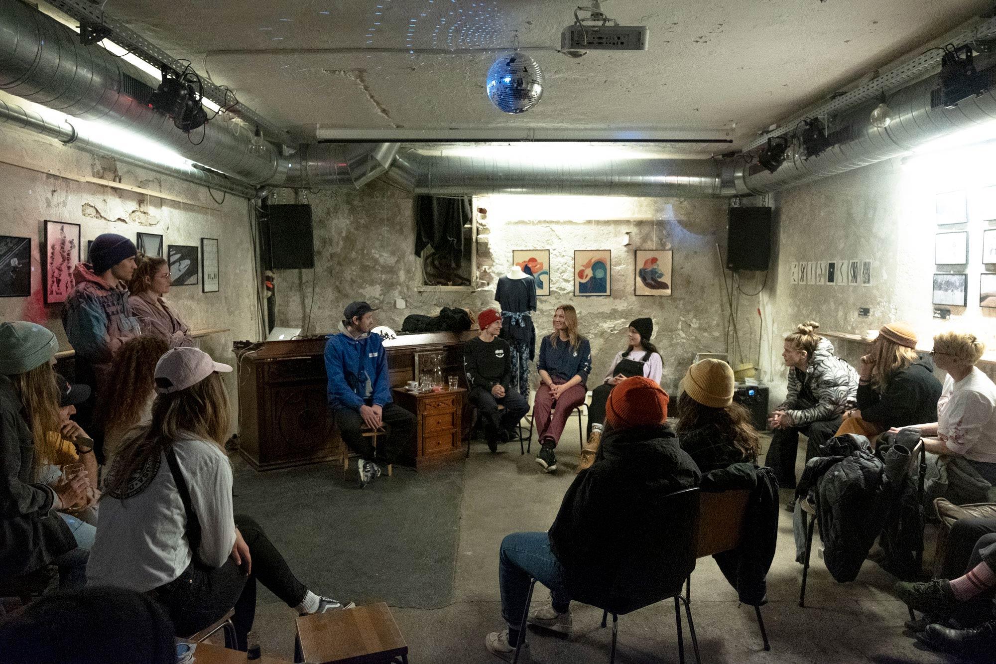 Neben der On Snow Action standen auch eine Reihe von Gesprächsrunden auf dem Programm der Slay Days 2020. - Foto: Sonia Ziegler
