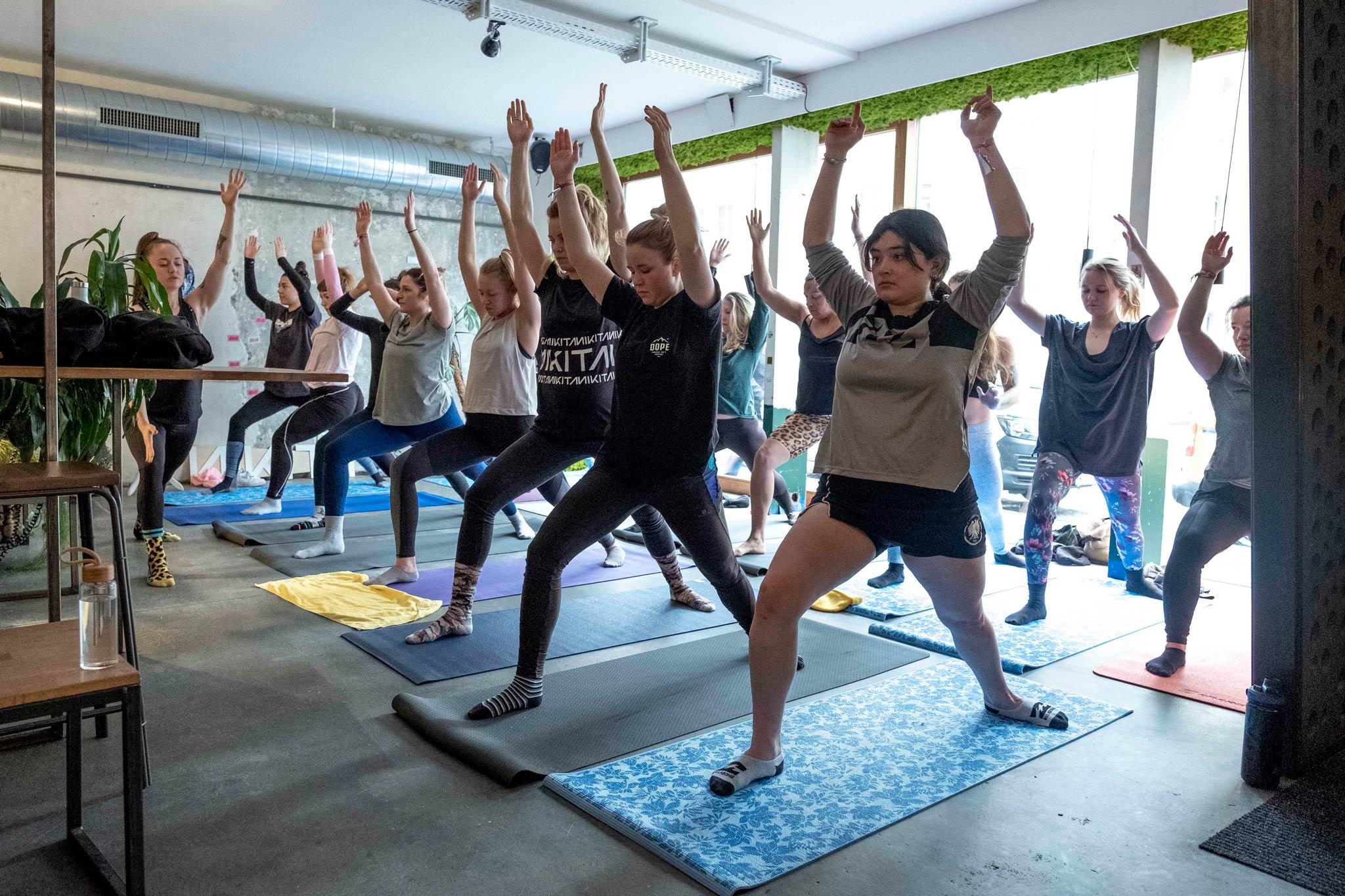 Eine Yoga Session stand ebenso auf dem Programm wie ... - Foto: Sonia Ziegler