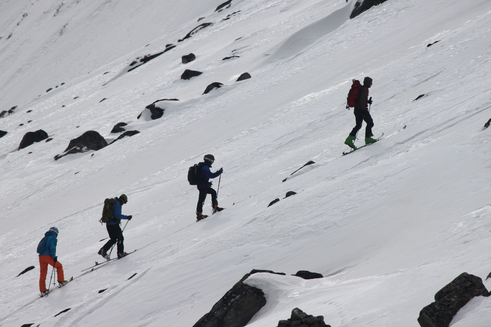 Interessante Hänge im Annapurna Gebiet sind ideal für die ersten Skitouren zusammen mit den nepalesischen Anfängern.