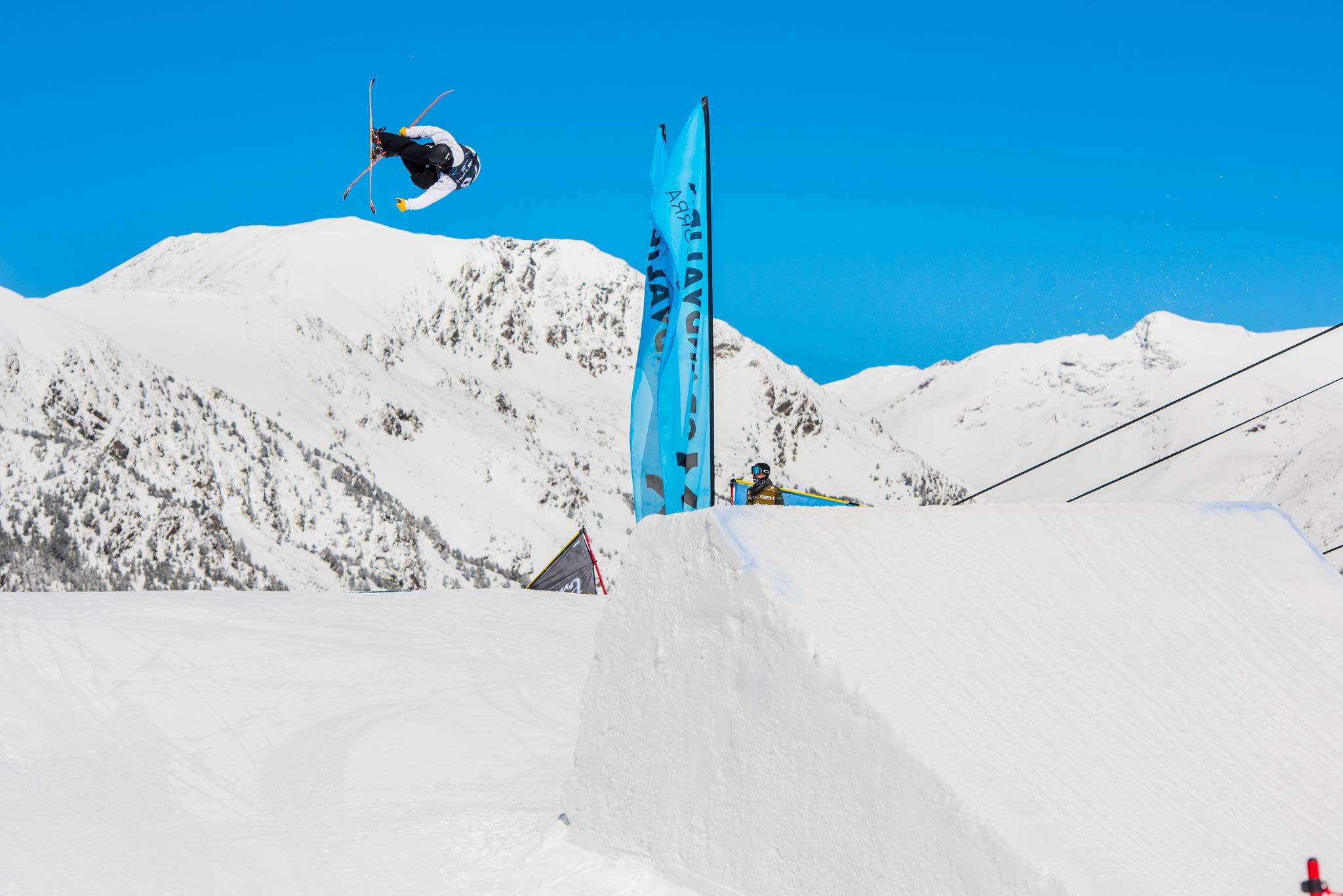 Vom 2. bis 4. April 2020 kommt eine Auswahl der international besten Slopestyle-Fahrer in den El Tarter Snowpark in Andorra und kämpft um ein Preisgeld von insgesamt 25.000 Dollar. - Rider: Aleksi Patja