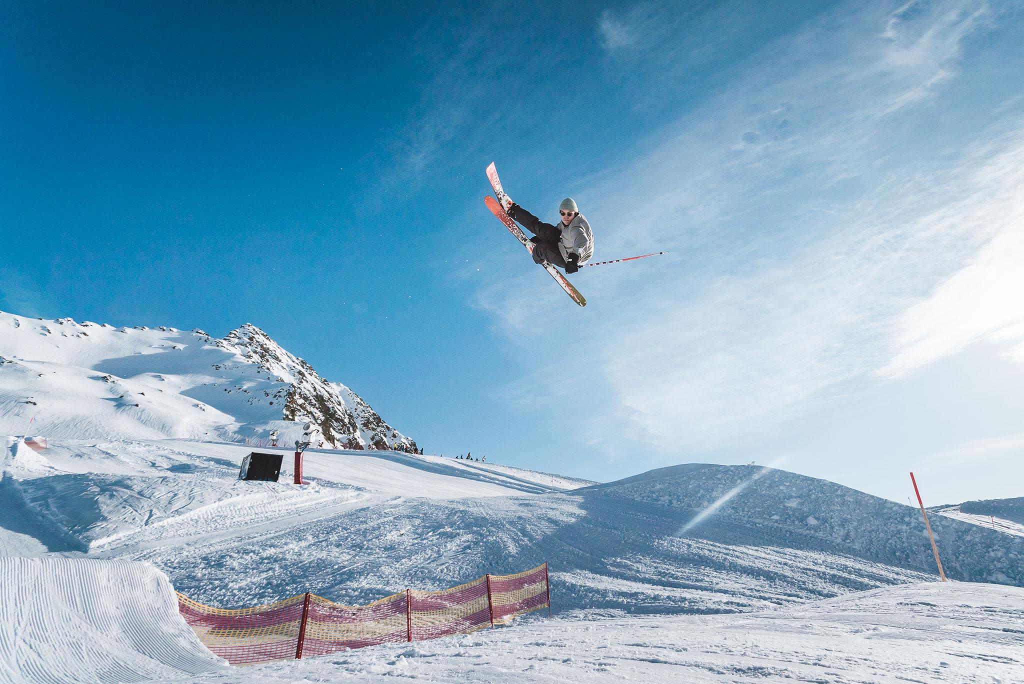 Solange der Pro Jump nicht steht, bietet auch die Medium Line ausreichend Airtime für Tricks in der Luft: Jona Zimmermann mit einem Flat 7 Japan.