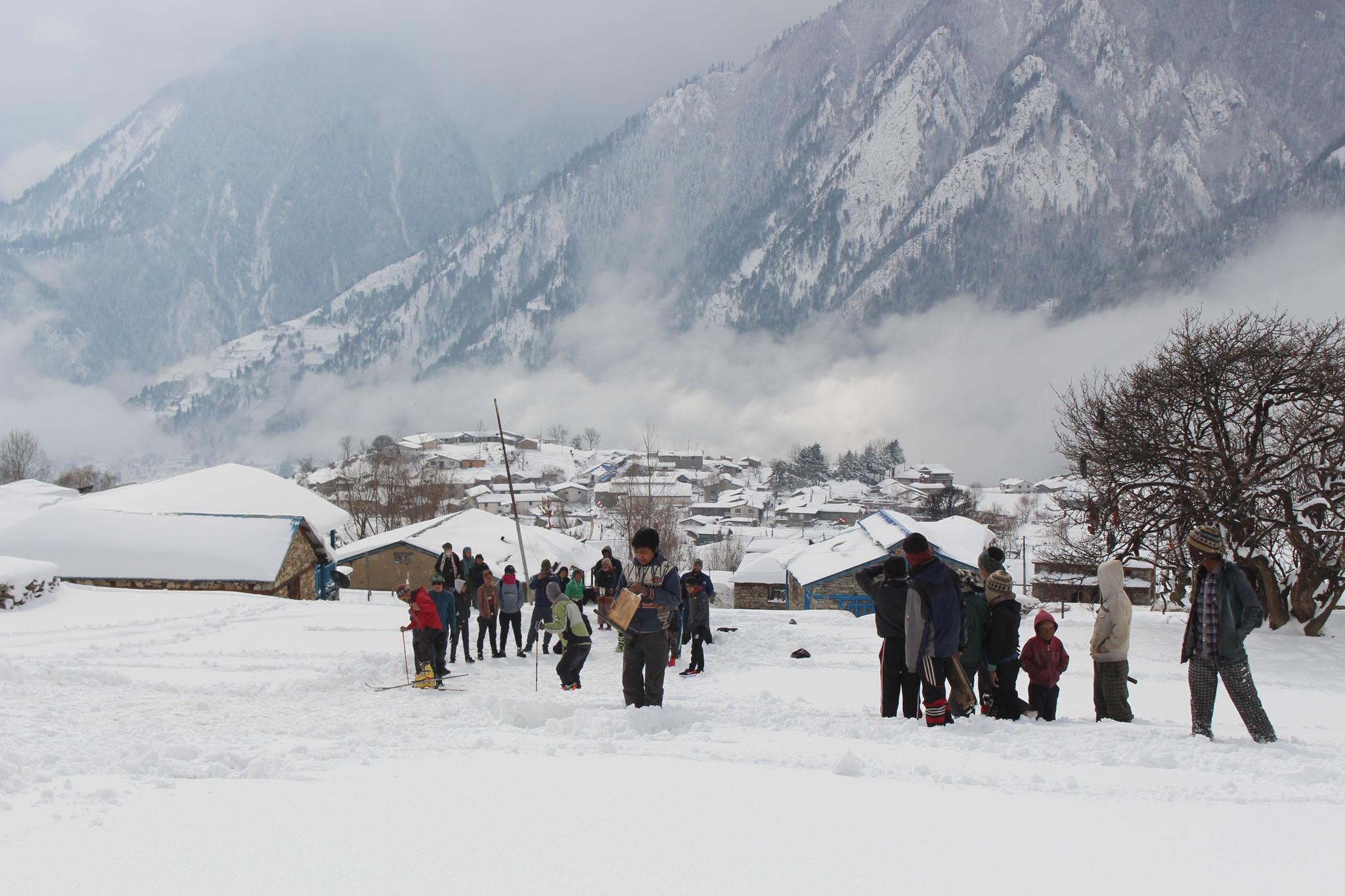 Bild Simikot in Humla ist inmitten baumbestandener Traumhänge und schneebegünstigter Westlage ein idealer Ausgangsort für Touren.