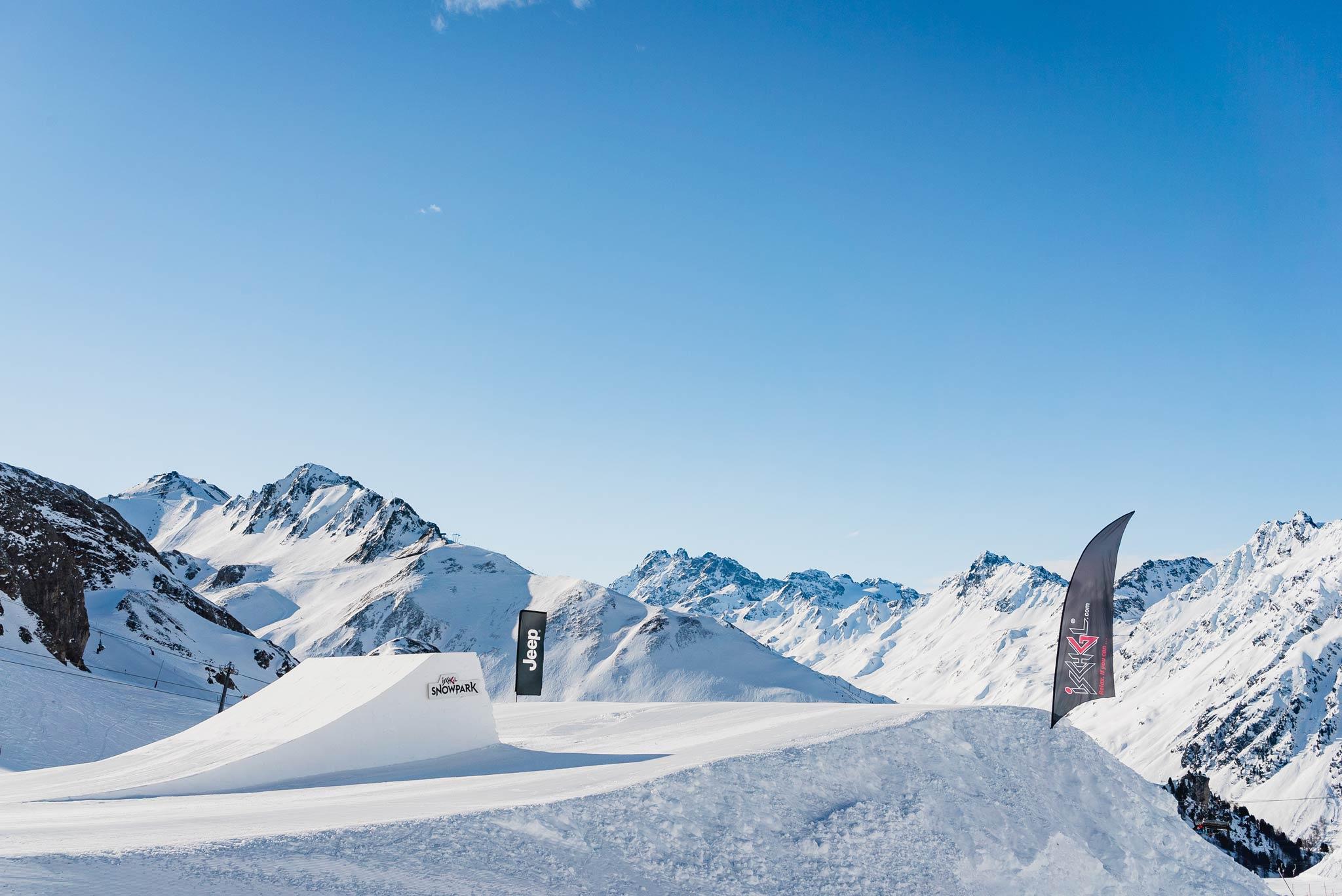 Steht äußerst fein da und das Panorama gibt es gratis oben drauf: Die Medium/Pro Kicker Line in Ischgl.