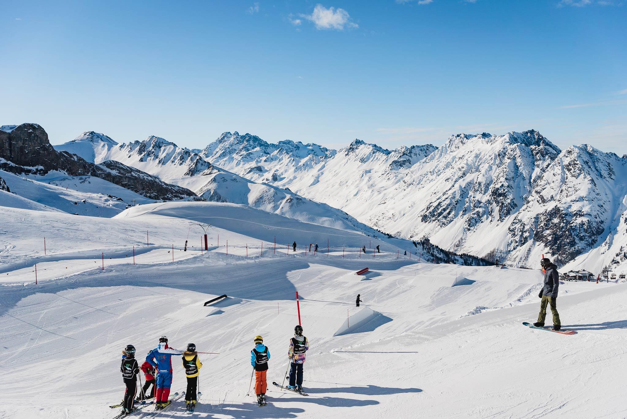 Die ersten Features im Snowpark Ischgl, links daneben die Funline.