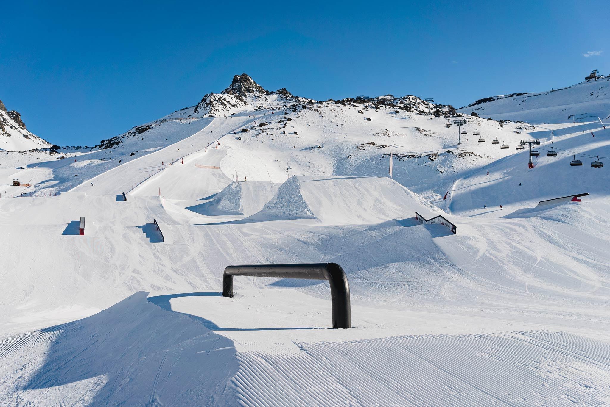 Der Blick von der Park Chill Area auf den unteren Abschnitt des Snowpark Ischgl.