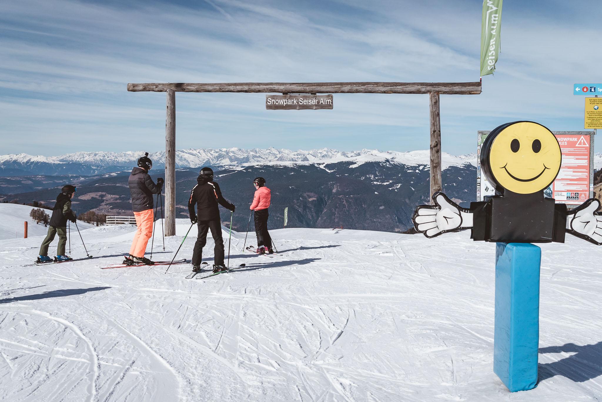 Der Eingang zum Snowpark Seiser Alm