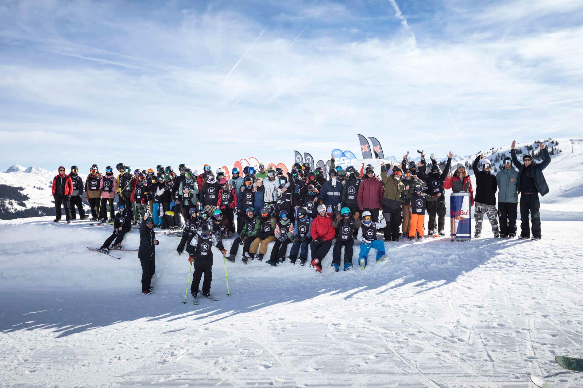 Ein ganzer Haufen glücklicher Freeskier und Snowboarder. - Foto: Roland Haschka