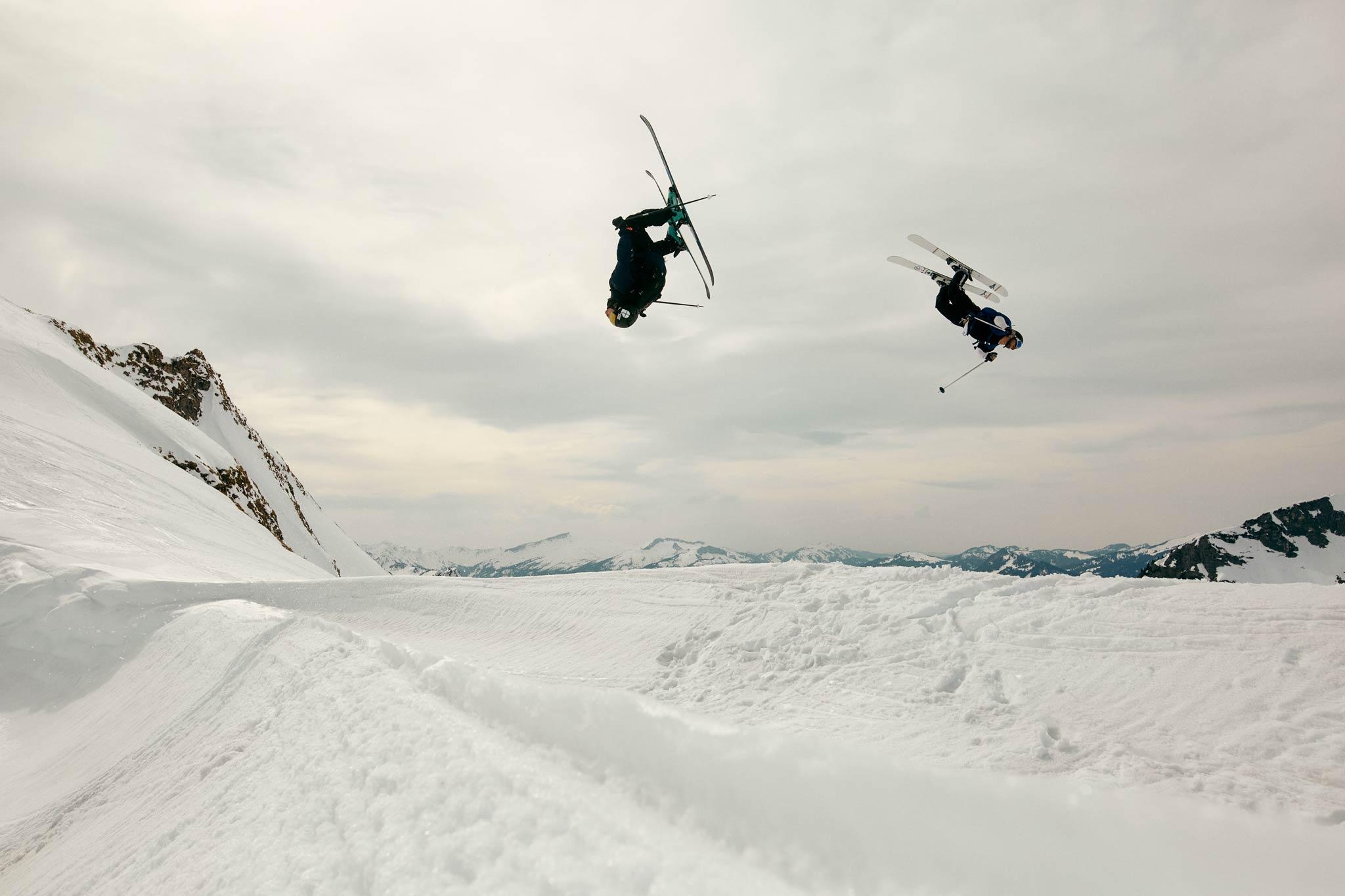 Sind nicht nur auf dem Ski, sondern auch hinter der Kamera gut ausgebildet: Ole & Lörki - Foto: Marco Freudenreich