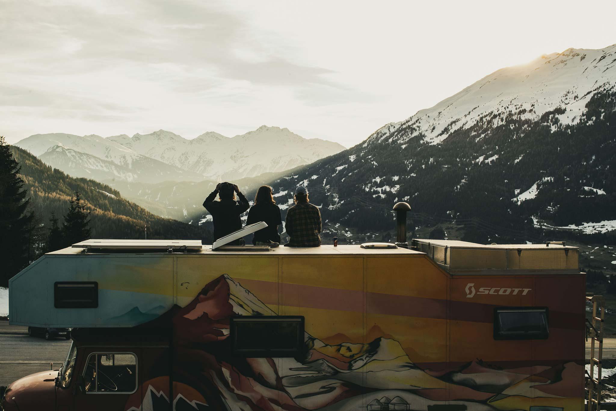 Selbst erfahrene Freeskier wie Fabi Lentsch kennen in ihrer Heimat nicht jeden Berg. - Foto: Flo Breitenberger