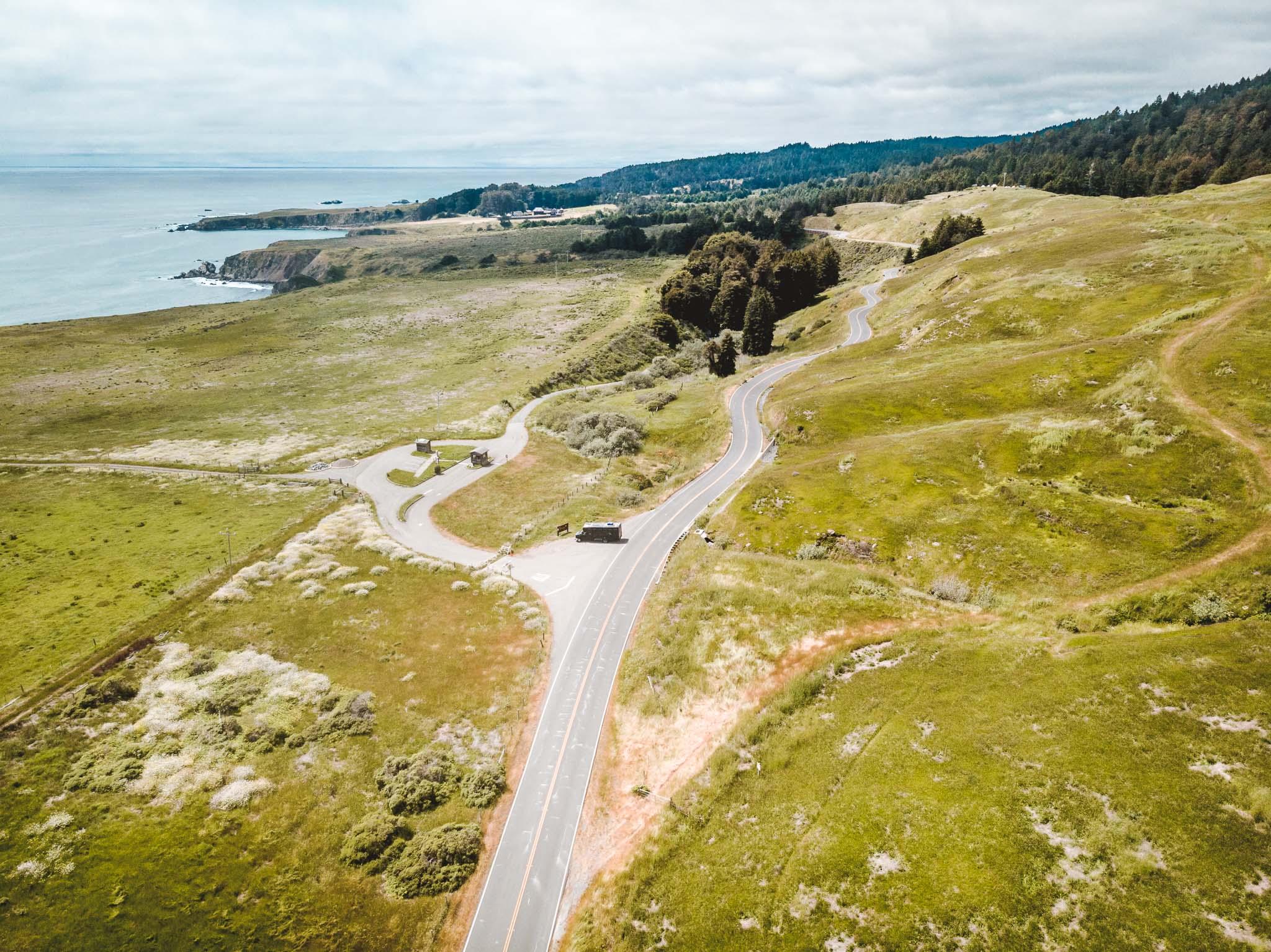 Den Highway 1 in Kalifornien muss man einfach entlangfahren, wenn man einen Roadtrip an der US-Westküste macht!. - Foto: Tobi Bretzke