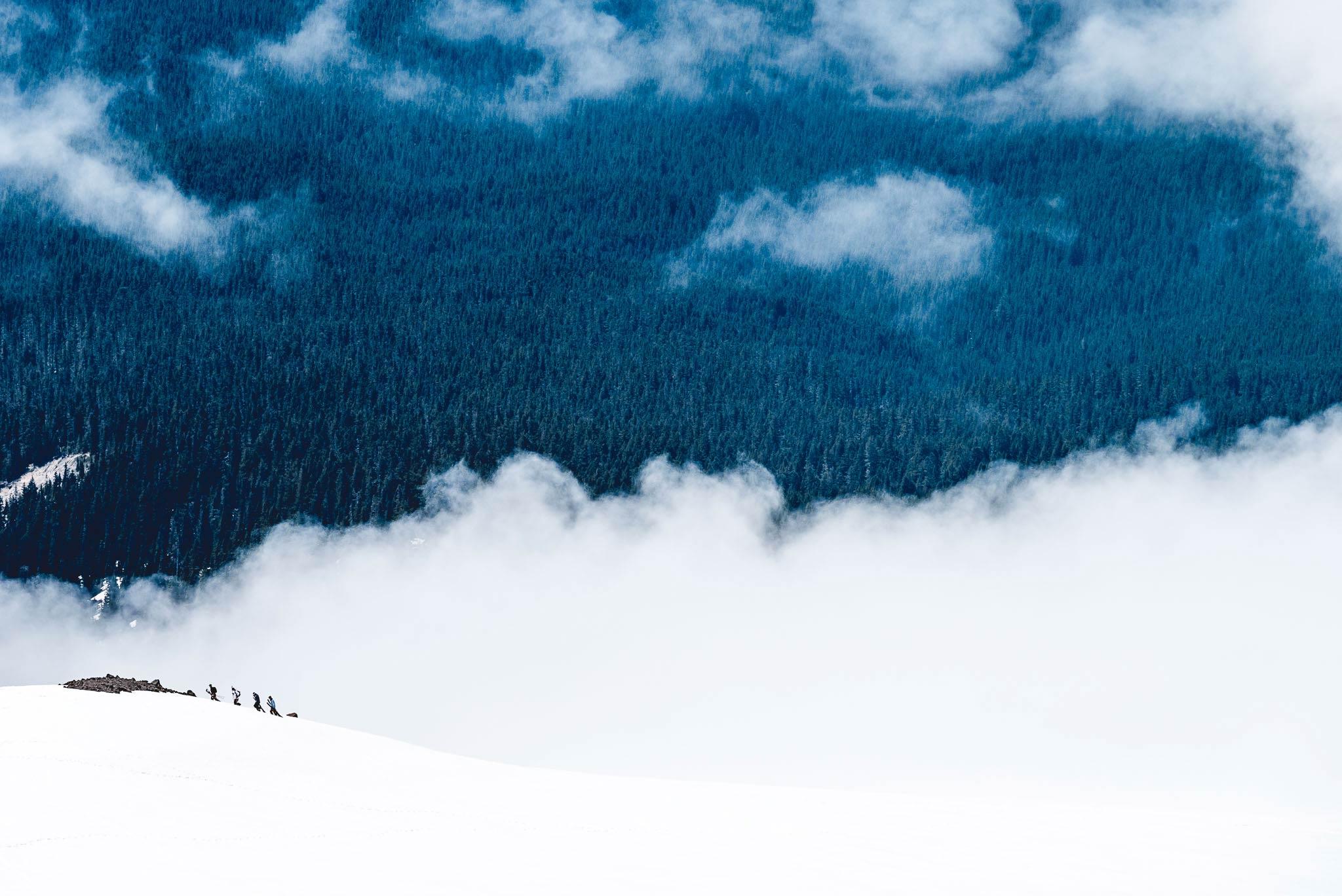 Der Mount Hood bietet nicht nur einen perfekten Sommer-Snowpark, sondern auch ein exzellentes Gelände für Ausflüge ins Backcountry zum Bauen von Bootern!