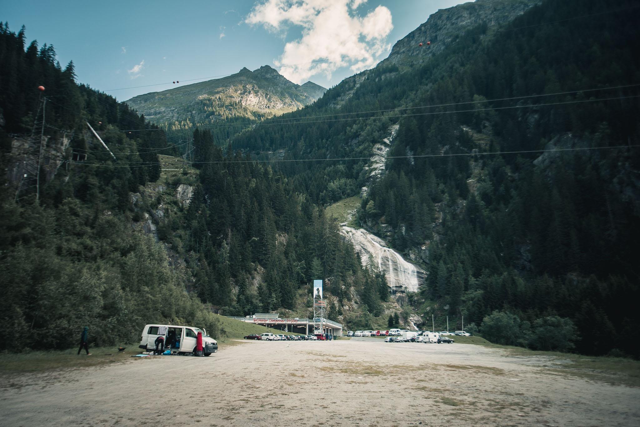 Der Parkplatz sowie die Talstation am Mölltaler Gletscher.