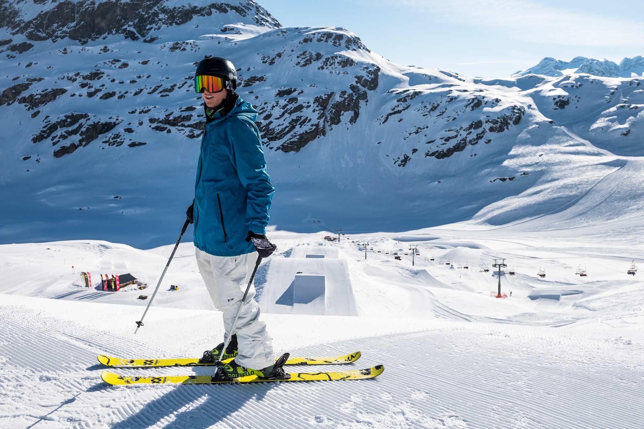 Durch Snowfarming stellt das Team sicher, dass genug Schnee für das massive Setup der Progression Days 2020 vorhanden ist. - Rider: Andri Ragettli (SUI) - Foto: Pally Learmond