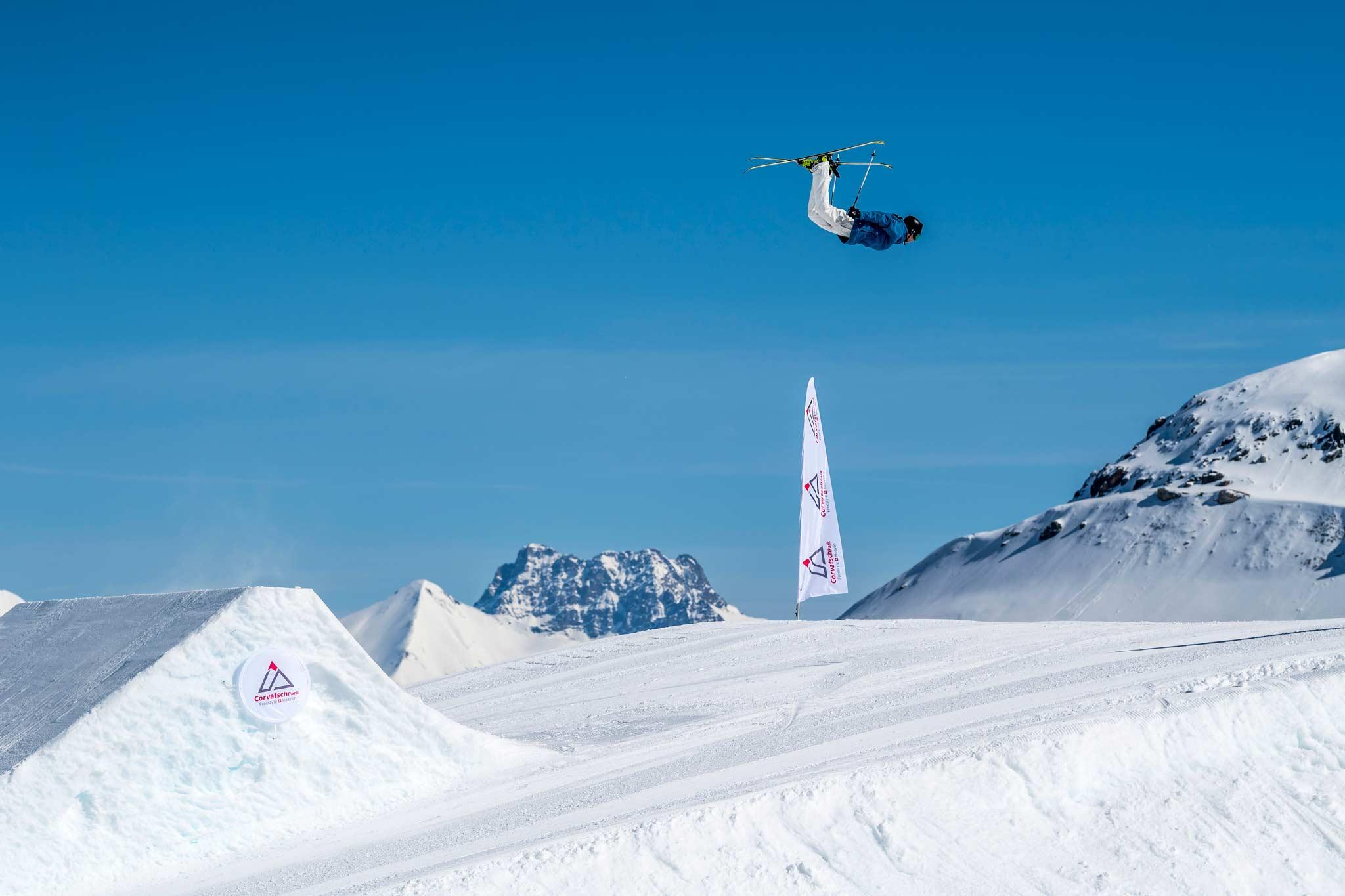 Andri Ragettli (SUI) wird voraussichtlich auch bei den Corvatsch Progression Days 2020 im November im Corvatsch Park über die Jumps segeln. - Foto: Pally Learmond