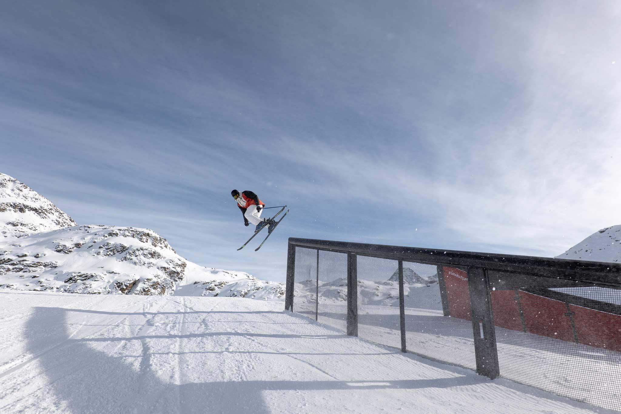Neben vielen internationalen Freeskiern, war natürlich auch Andri Ragettli sowie der Rest des Swiss Freeski Nationalteams bei den Progression Days 2020 vor Ort. – Foto: Fabian Gattlen