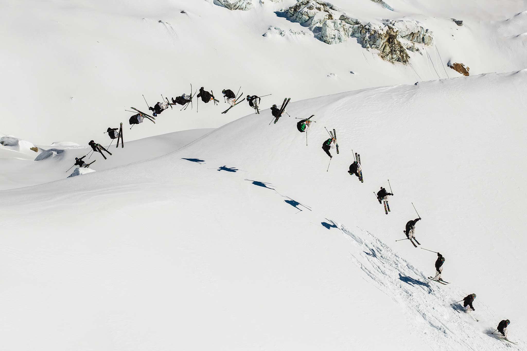 Henrik macht mittlerweile auf BC-Jumps die gleichen Tricks wie im Park - beeindruckend! - Location: Chamonix - Foto: Sofia Sjoeberg