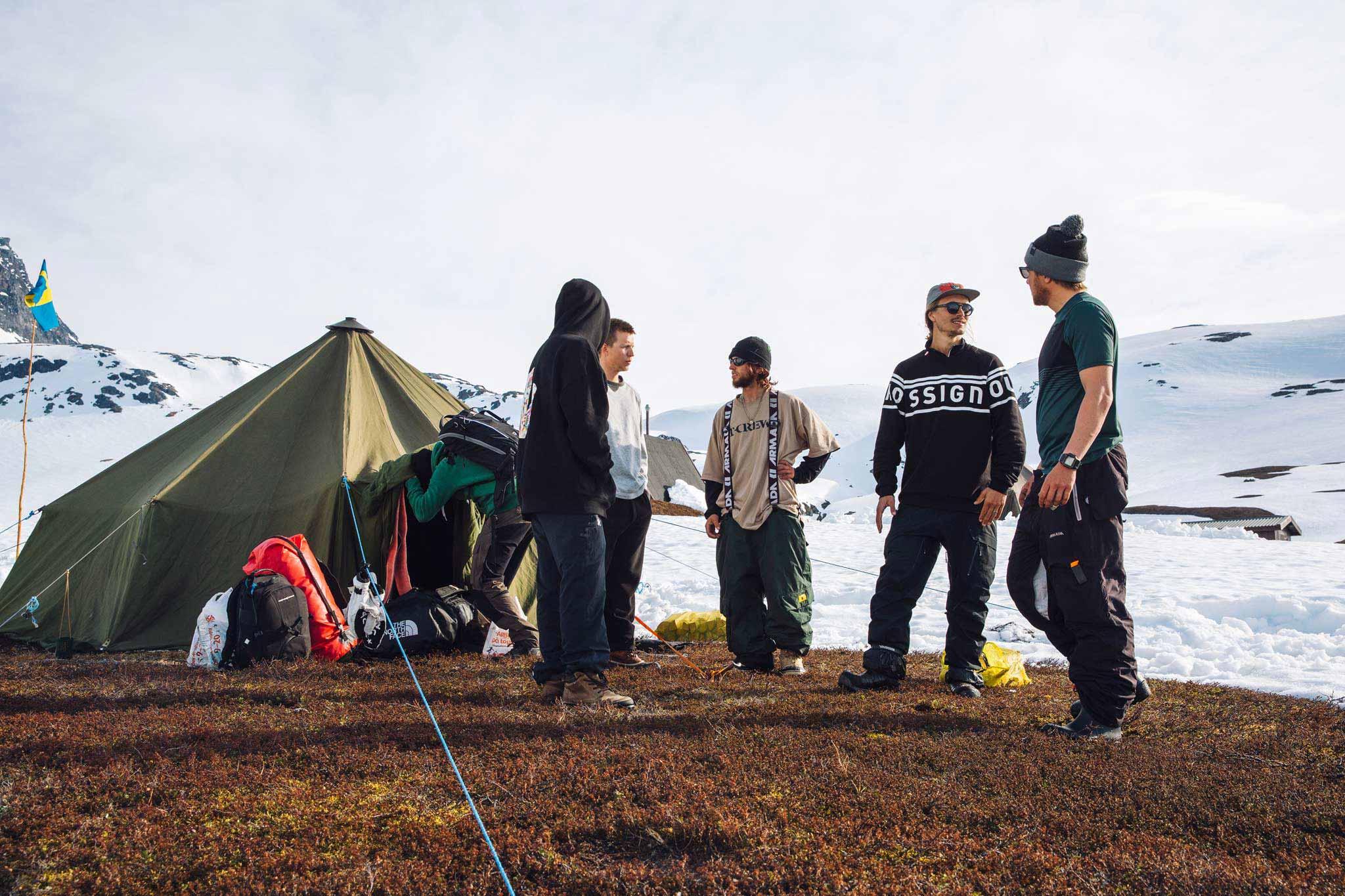 1,5 Monate campte die Crew für diesen Part unter der Mitternachtssonne in Schweden. - Foto: Sofia Sjoeberg