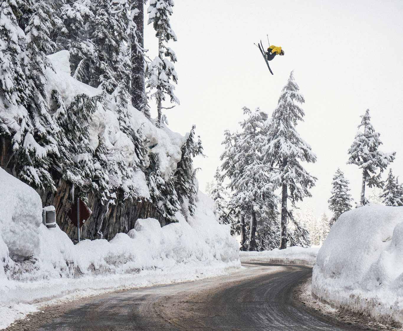Ein legendärer Spot am Mt. Baker in den USA. - Rider: Henrik Harlaut - Foto: Daniel Rönnbaeck
