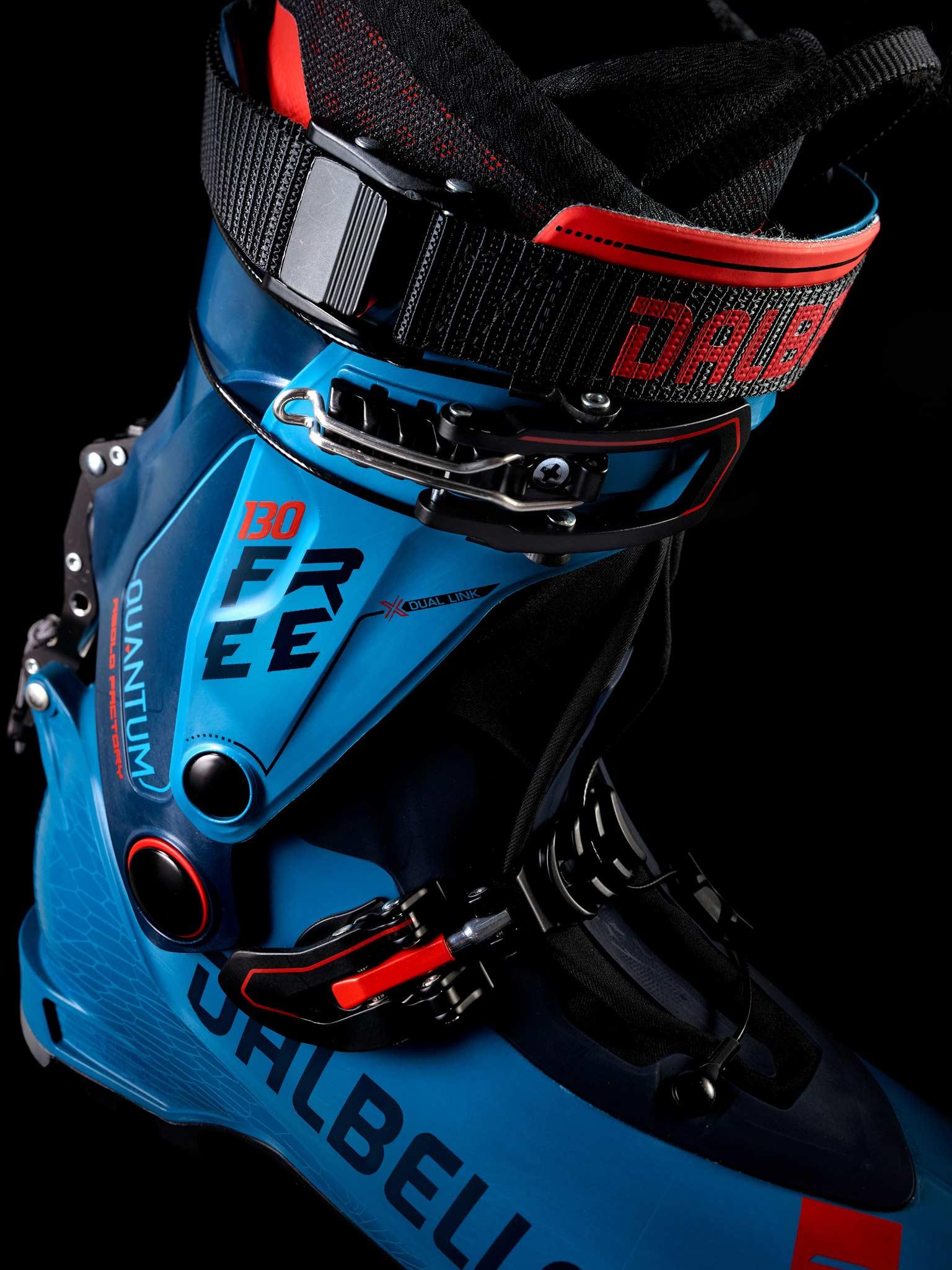 Der Quantum Free Asolo Factory 130 mit Powerstrap mit Schnalle. Der zugehörige lnnenschuh hat eine vorgeformter Knöchelpartie und durchgehende Schnurung. BILD: ©MDV Sports