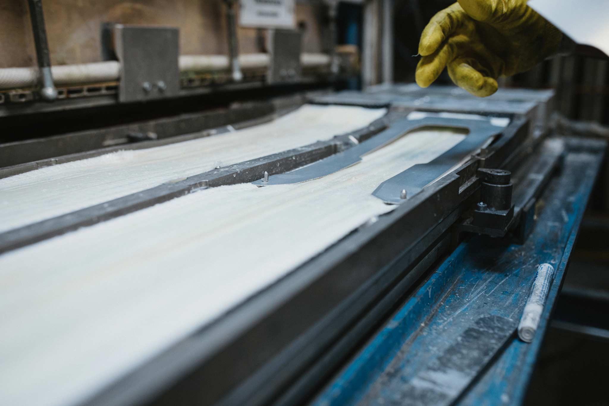 Der Tailored Titanal Frame in Form eines 0,7 mm starken Titanalrahmens im neuen Völkl Mantra M6 2022.