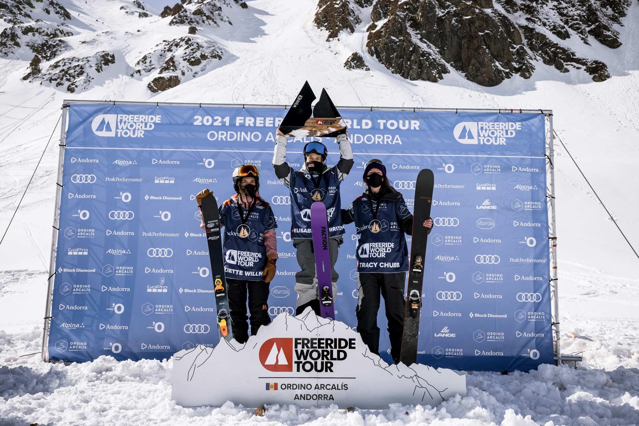 Das Podium der drei besten Frauen beim Freeride World Tour Contest #2 in Andorra 2021. - Foto: freerideworldtour.com / J. Bernard